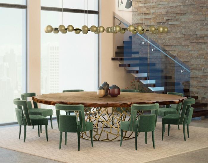 moderne deko landhausstil, großer runder tisch, brett aus holz und goldene beine, kreatives design, grüne stühle, viele kleine lampen anstelle von lüster