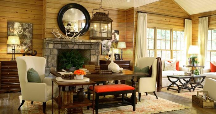 landhausmöbel wohnzimmer, viele möbel und dekostücke, bunte zimmergestaltung, tisch, sessel, kamin mit steinbedeckung, spiegel, wohn und esszimmer
