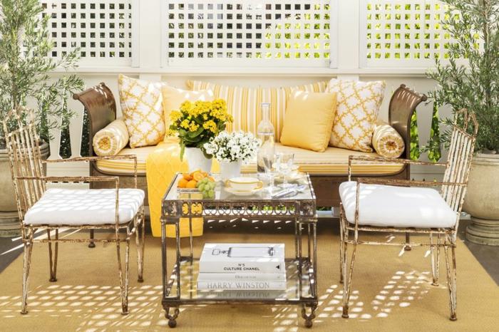wohnzimmer deorieren, veranda oder wohnraum, im sommer ist der außenbereich besser zur erholung und chillen, gelbes interior im wohnraum