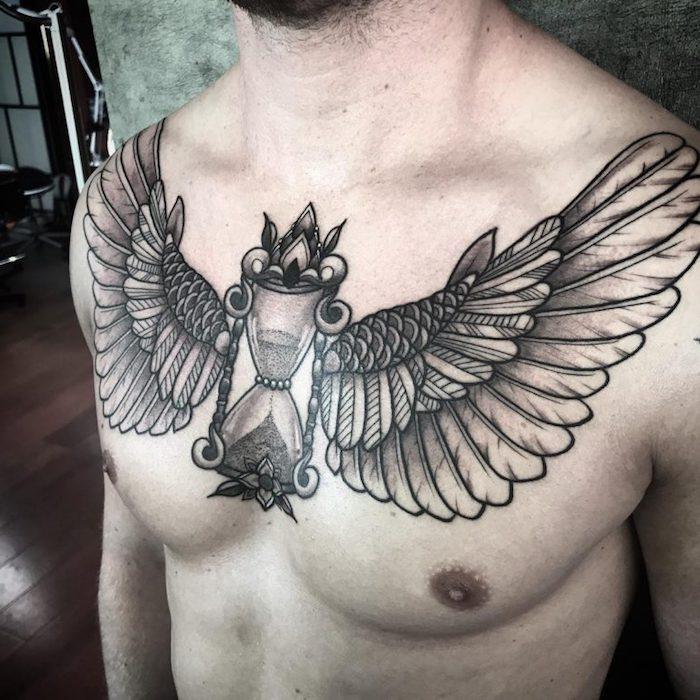 adler tattoo bedeutung, sanduhr in kombination mit flügeln, schwarz graue tätoiwerung