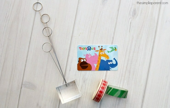 alles Benötigte für ein Gutschein schön verpacken, ein Ständer, Wachi Tape und Gutschein