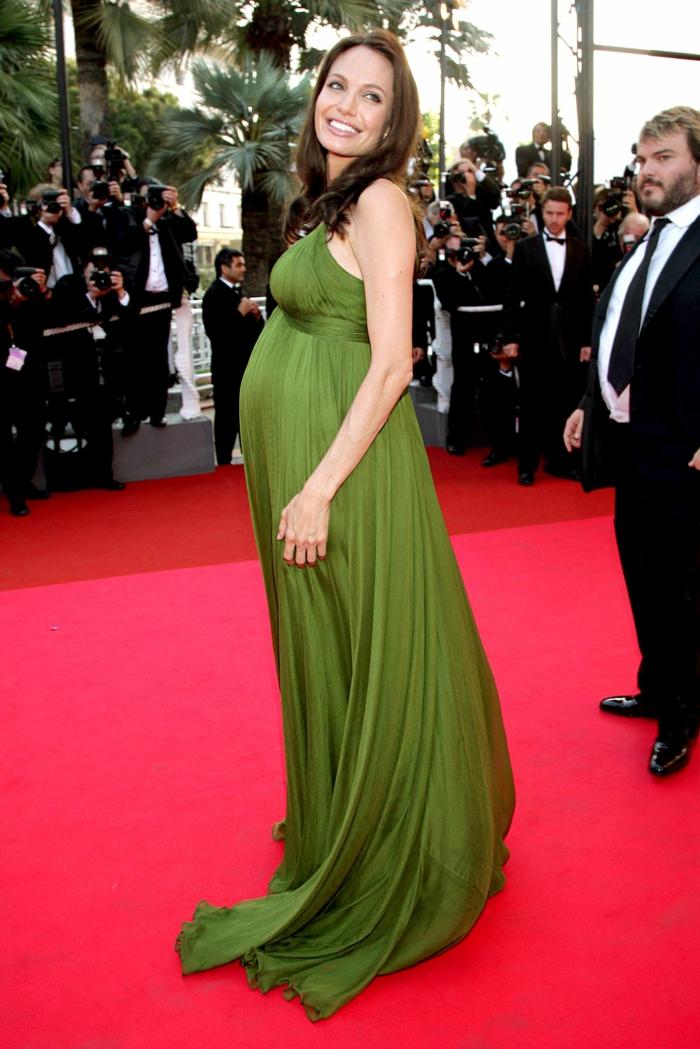 Festliche Kleider für Schwangere, ein grünes Kleid von Angelina Jolie auf dem roten Teppich
