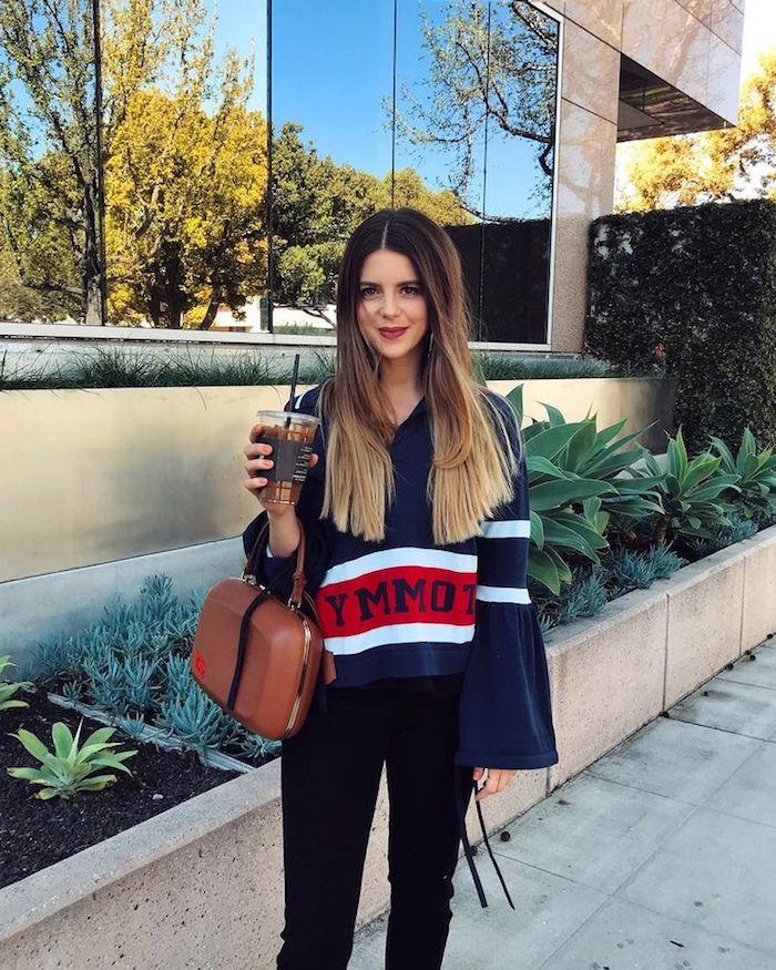 Lange und glatte Ombre Haare mit Mittelscheitel, roter Lippenstift, sportlicher Outfit