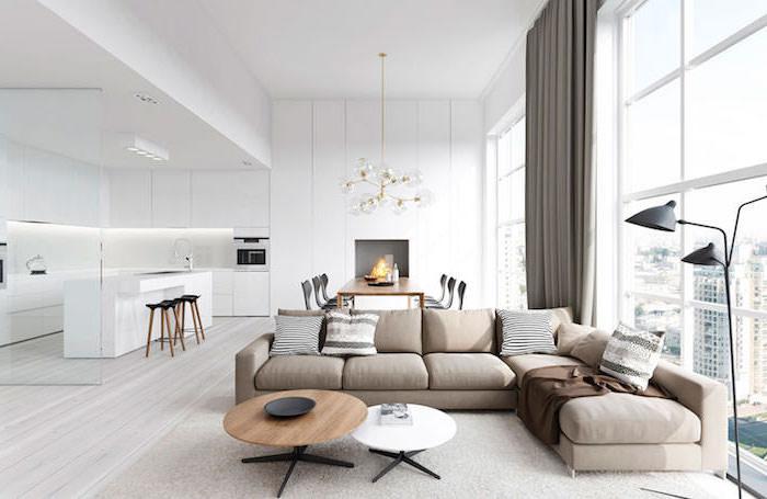 deko wohnzimmer modern in dezenten farben, grau beige, kamin und esstisch im raum, weiße küche