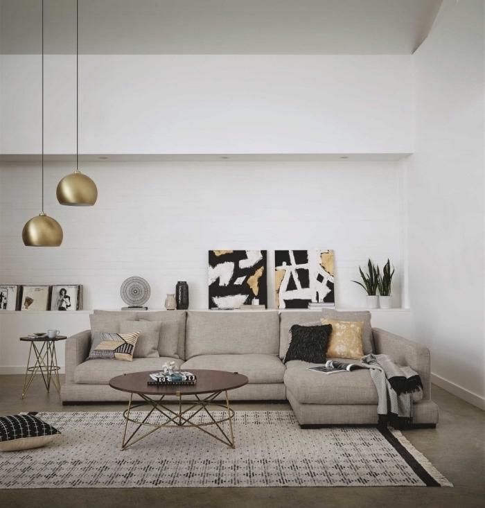 ideen für moderne einrichtung, beige möbel, schwarz und weiß mit goldenen dekorationen kombinieren