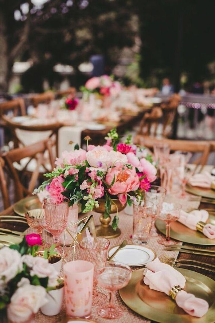hochzeit im rustikeln stil, blumengestecke hochzeit, heiraten im garten, rosa gläser