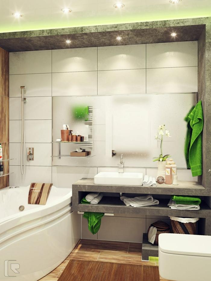 schöne Badezimmer, interessante Beleuchtung, Deckenleuchte und indirektes Licht, eine Badewanne