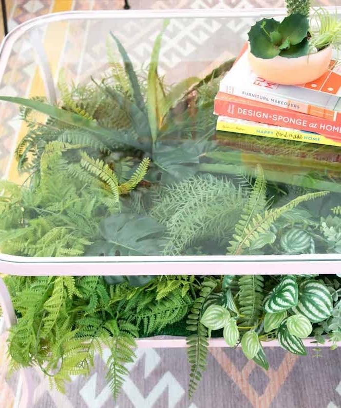 modernes wohnen, deko ideen in grün mit vielen pflanzen, künstliche pflanzen oder lebende