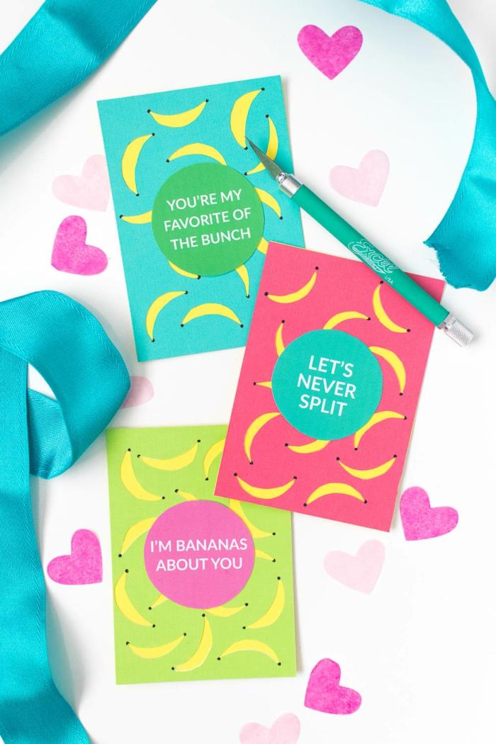 Geschenke verpacken, liebevolle Botschafte aufkleben und mit Bananenfiguren verschönern