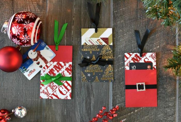 drei kleine Pächchen mit schöner Dekorationen zu Weihnachten, Gutschein selber machen