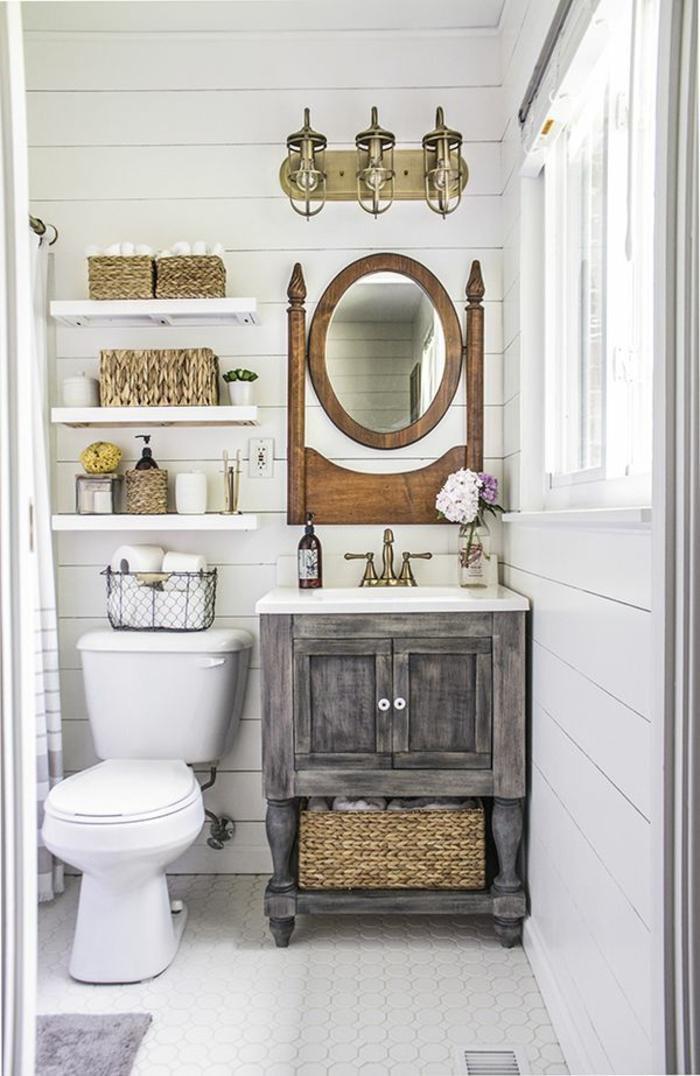 Badmöbel Set aus Holz, weiße Regale, weißer Mosaikboden, weiße Wände aus Holz, Badezimmer Gestaltungsideen
