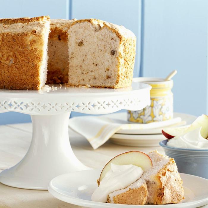 Zitronen Kuchen mit Rosinen, Kuchen Rezepte einfach und schnell, dazu weiße Creme
