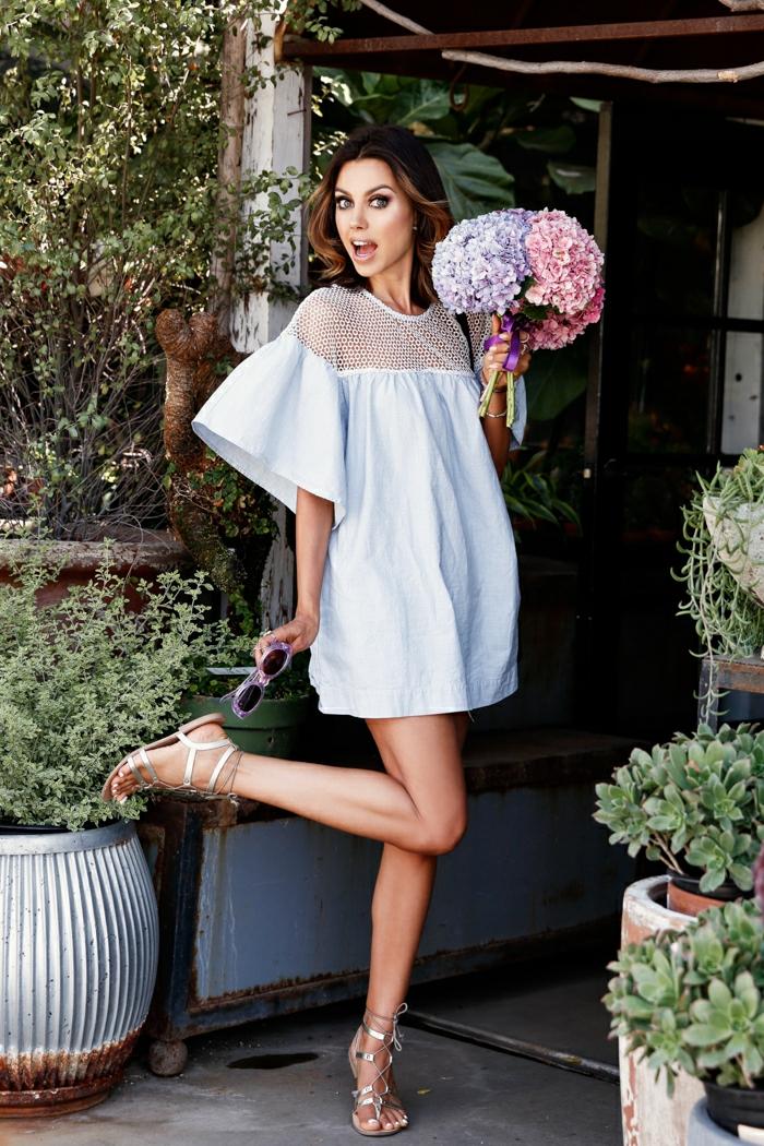 Hochzeitsgastkleid für Schwangere, weißes Kleid mit Netz Oberteil, schicke Schuhe, Schwangerschaftsmode