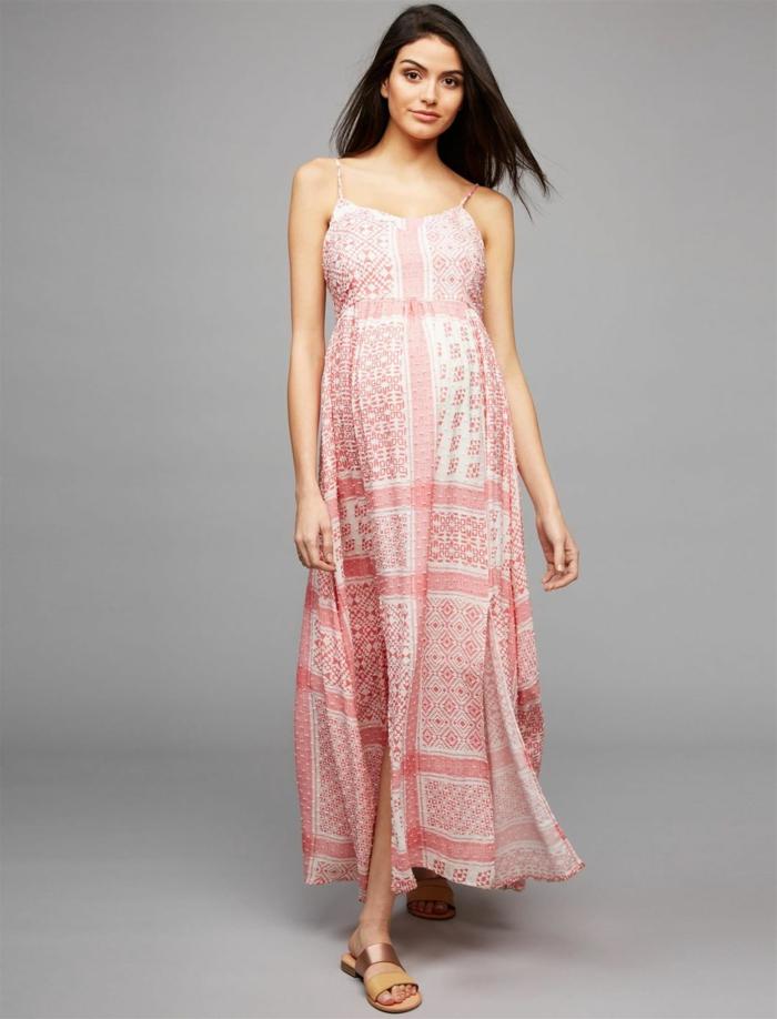 grafisches Design von Motiven des Kleides, Schwangerschaftskleid festlich, goldenfarbene Schuhe
