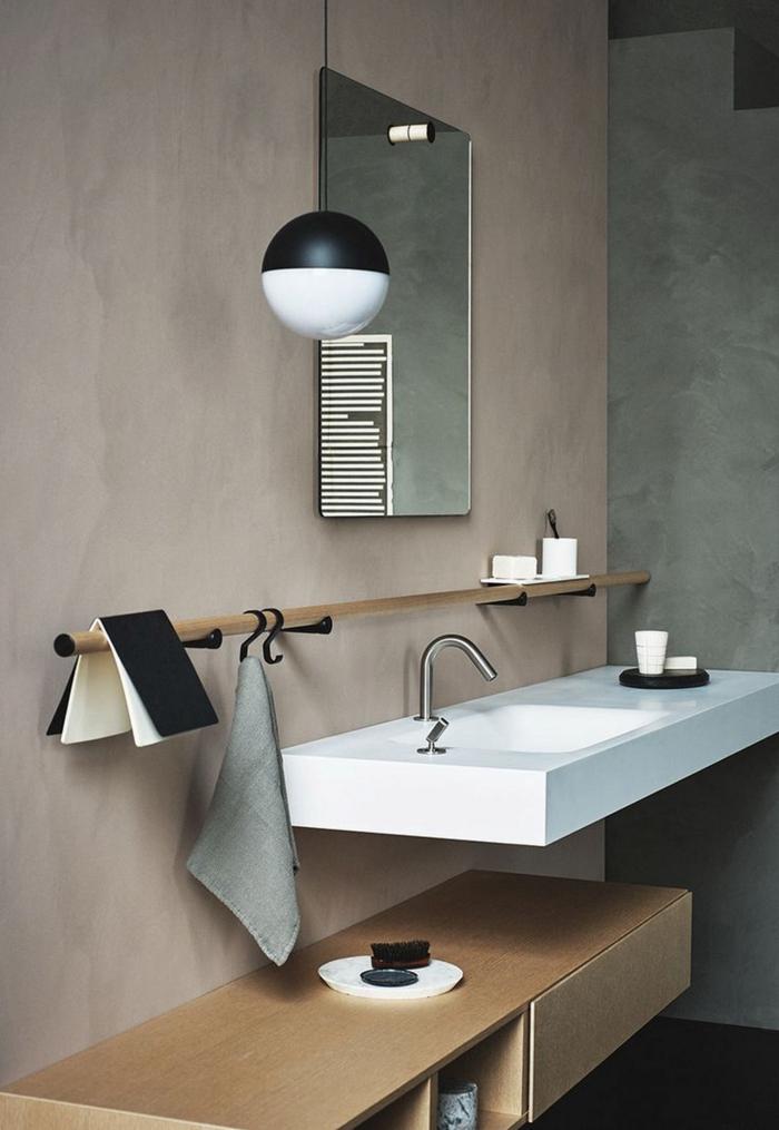 Beton Wände, ein weißes Waschbecken, ein Spiegel ohne Rahmen, eine Leiste, Badezimmer Ideen für kleine Bäder