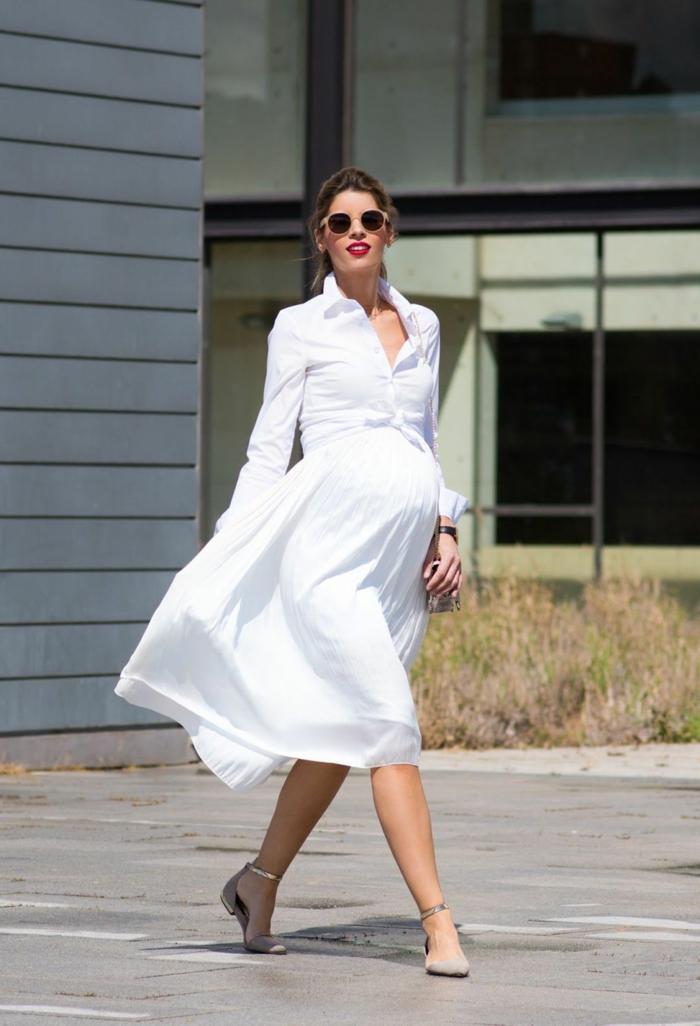 weißes Kleid mit knielangem Rock, ein modernes Kleid, Umstandskleider, silberfarbige Schuhe