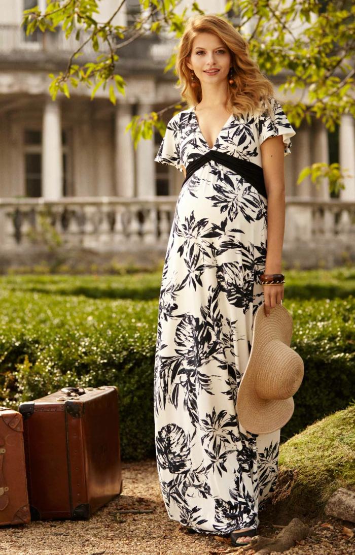 weißes Kleid mit schwarzen Blumen gemustert, ein Strohhut, ein schwarzer Gurtel, Schwangerschaftskleid festlich