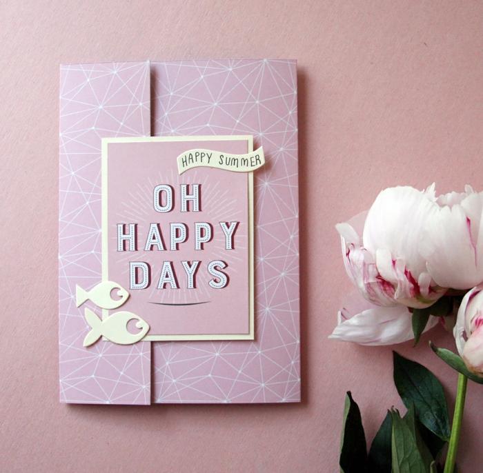 rosa Karte und rosa Blumen, Geschenkgutschein verpacken, mit Glückswunsch zum Sommer