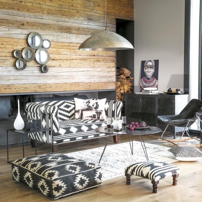 schwarz weiße einrichtungsideen wohnzimmer, bodenkissen, hocker, kissen auf dem boden, sofa, wiegestuhl