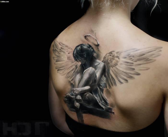 engel tattoos für frauen, realitische 3d tätoiwerung am rücken, 3d körerkunst