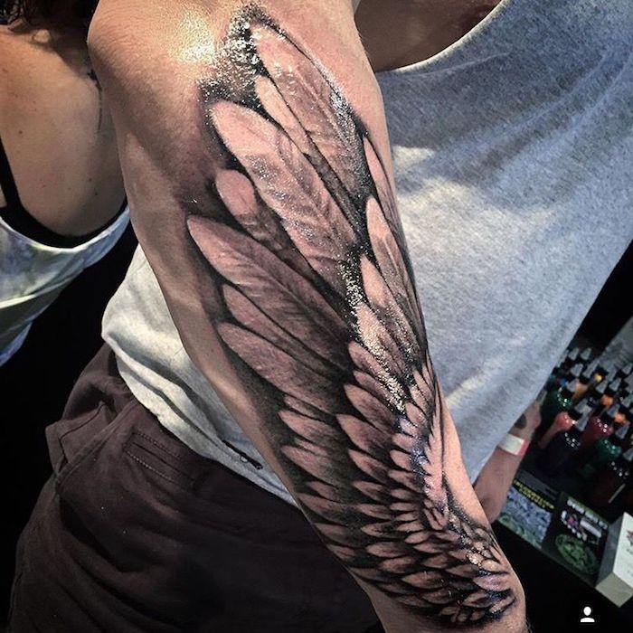 3d tötoiwerung, engelflügel tattoo arm, unterarm tätowieren lassen, feder