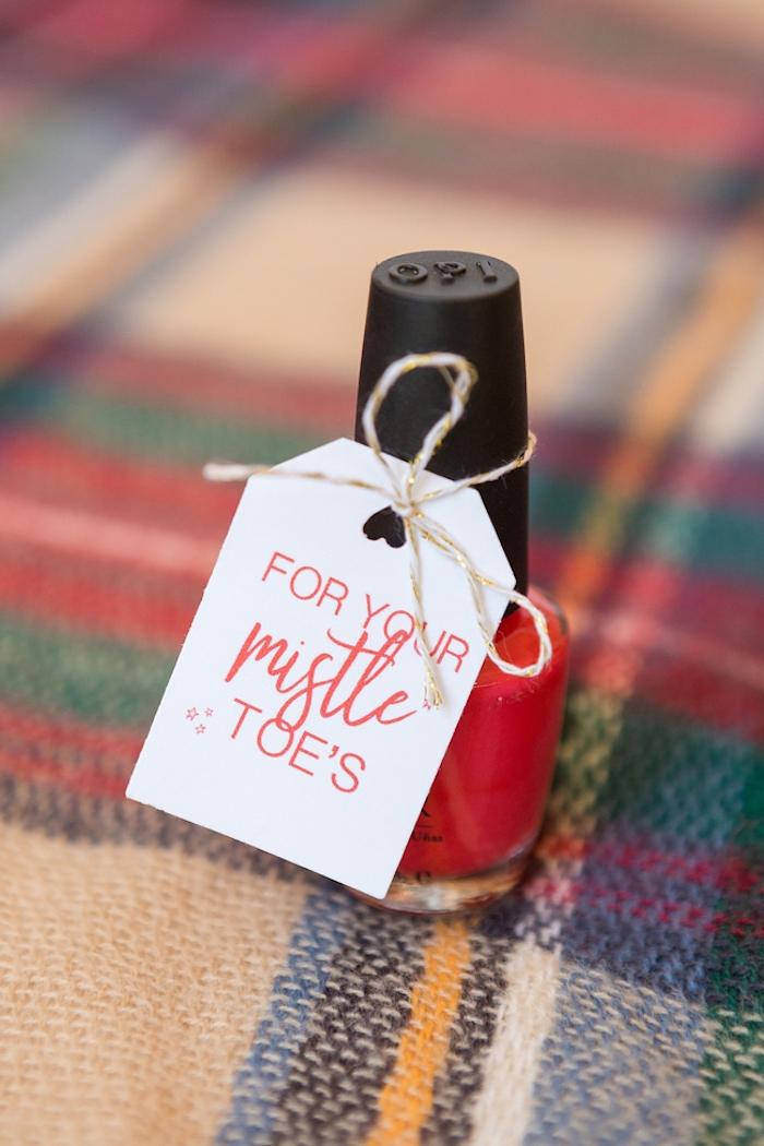Roter Nagellack mit Anhänger, mit Faden befestigt, Ideen für kleine Geschenke für Hochzeitsgäste
