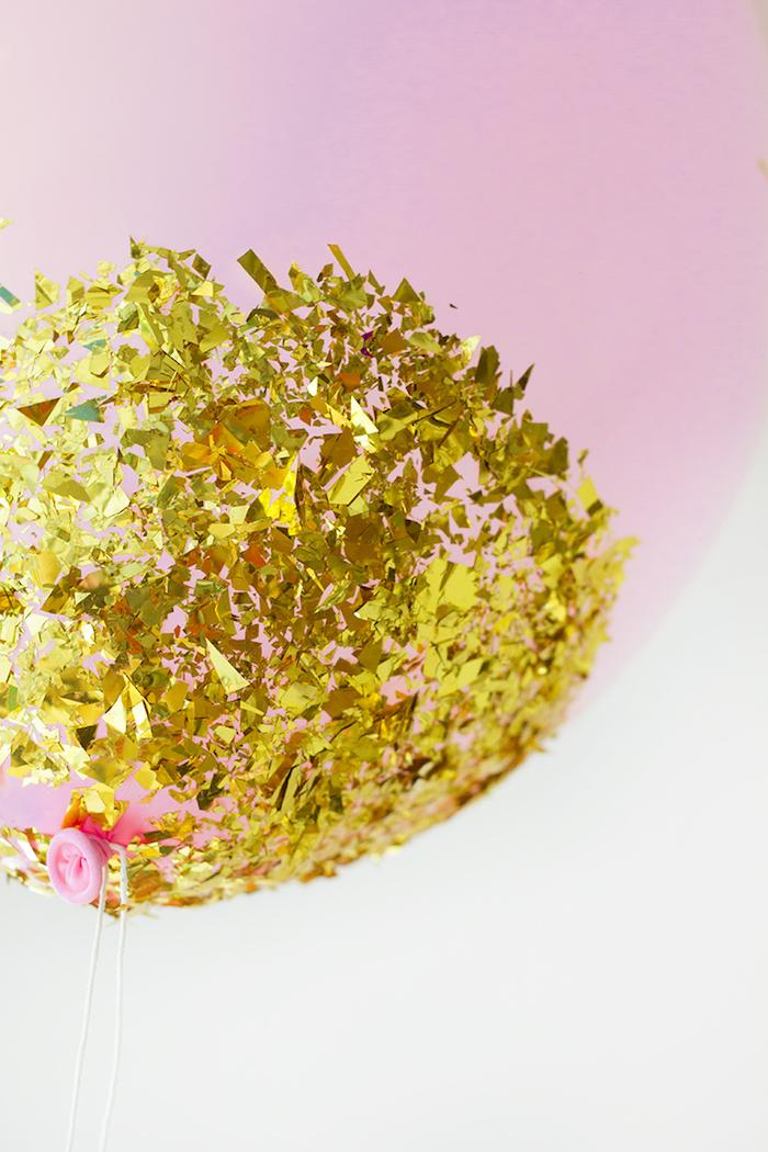 Einfarbige Ballons mit goldenem Glitter dekorieren, DIY Ideen für einzigartige Party Dekoration