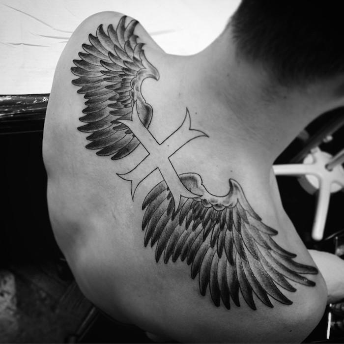 Engelsflügel tattoo rücken Das beliebte