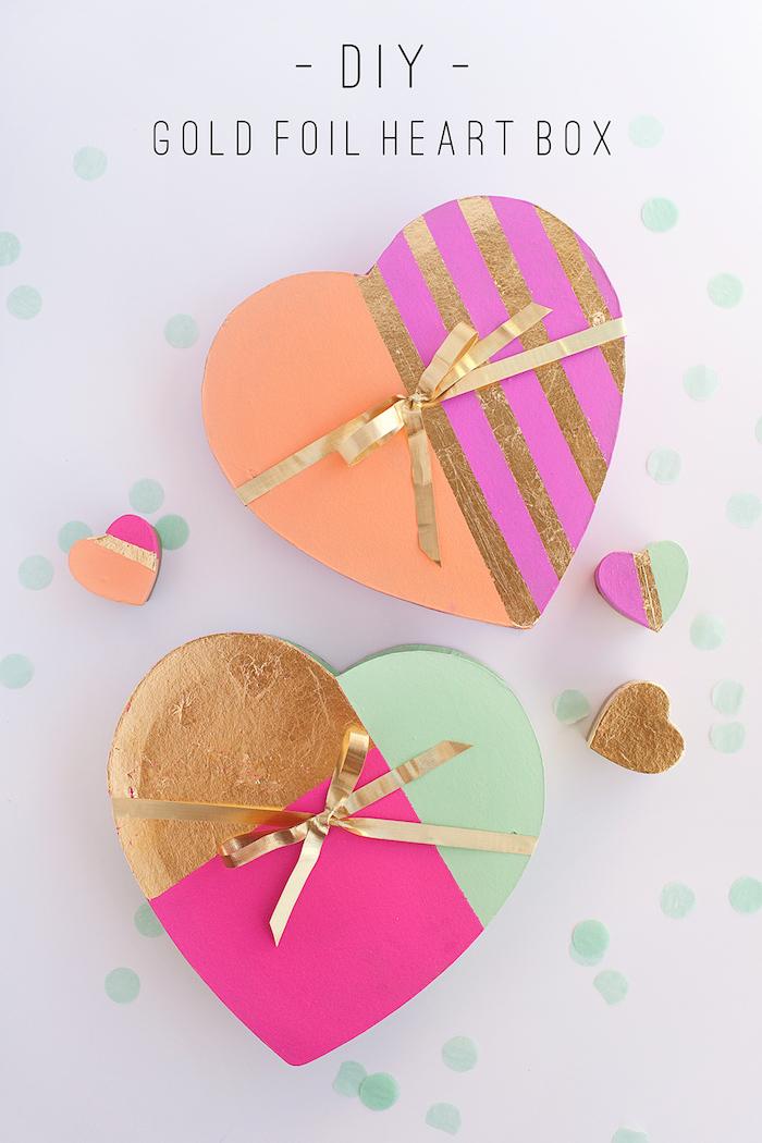 geschenkbox basteln, diy tutorial, kartonboxen dekoriert mit aquarellfarbe und blattgold