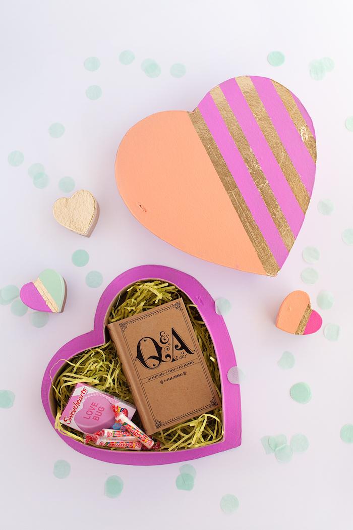 geschenkbox basteln, schachtel in form von herzen, geschenkideen zum valentinstag
