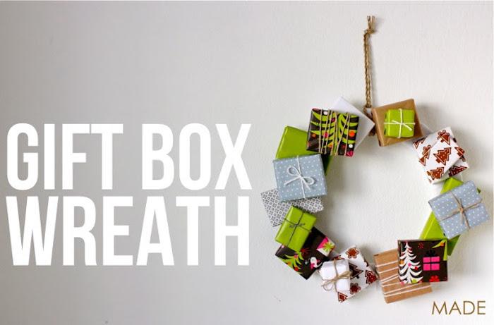 geschenkbox weihnachten, weihanchtskranz aus pappe und geschenkboxen