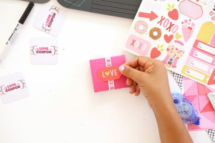 das Endprodukt der Anleitung, Briefmarken aus Aufklebern, Gutschein bastel und verschenken