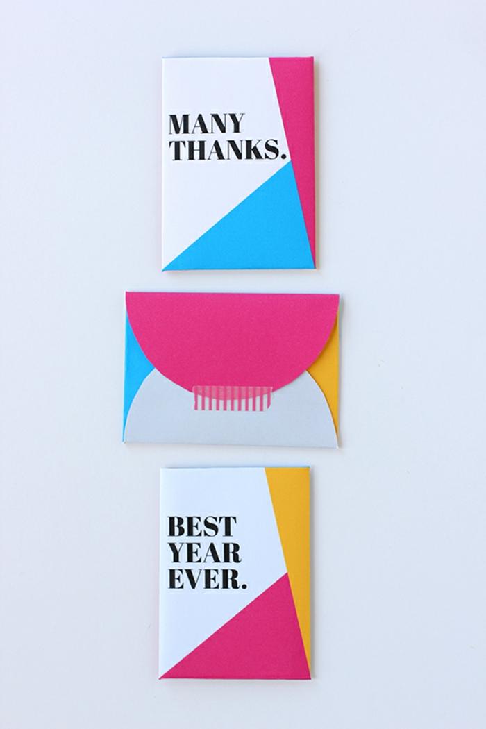 drei kleine Briefumschläge, wo Sie Gutschein verpacken können, bunte Briefumschläge