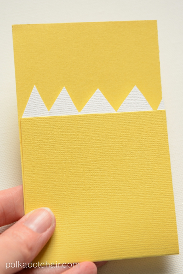 Gutschein verpacken, das gelbe Ungeheur ohne die Augen, wie es gefaltet werden soll