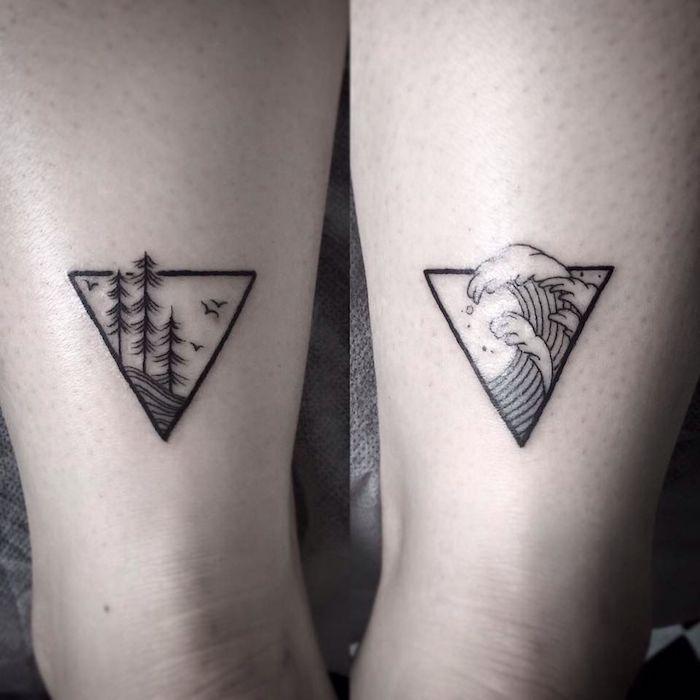 zwei hände mit kleinen schwarzen tattoos am handgelenk, geometrische tattoos mit dreiecken und schwarzen bäumen und fliegenden vögeln und ein meer mit großen wellen