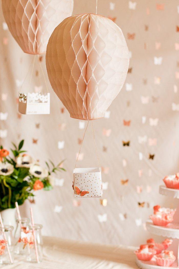 heißluftballon basteln aus papier, orangenfarbener schmetterling, partydeko