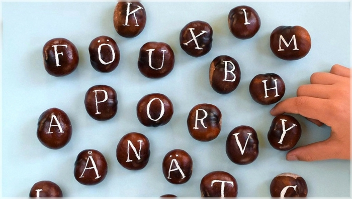 die Buchstaben aus Kastanien basteln, Bastelideen mit Kastanien, schlaue Idee für Erstklässler