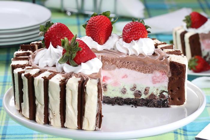 keksboden kuchen, eiscreme torte mit sahne und erdbeeren, kühlschranktorte
