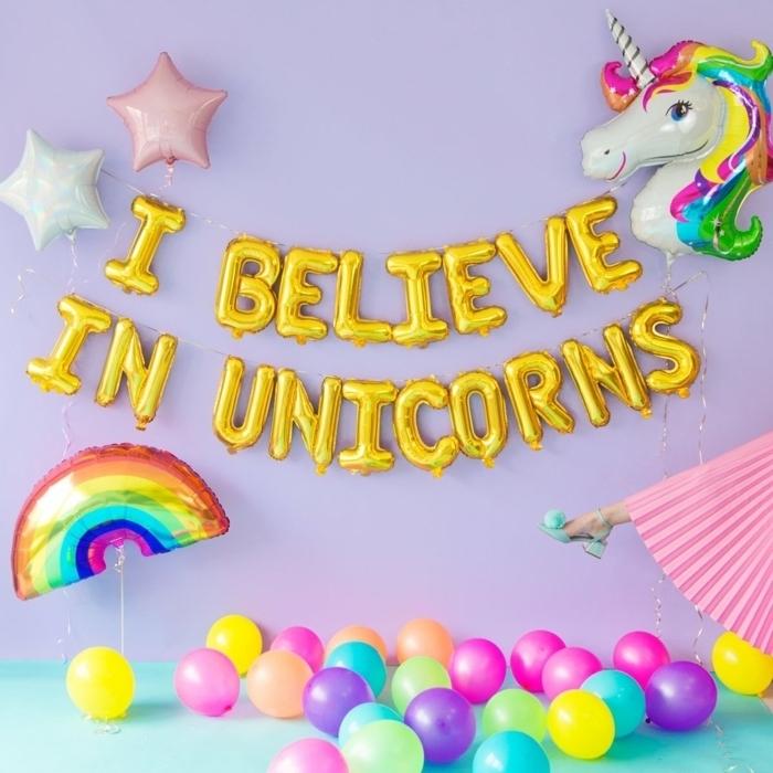 Deko Ideen für Kindergeburtstag, aufblasbare Einhorn, Regenbogen und Sterne, viele bunte Ballons
