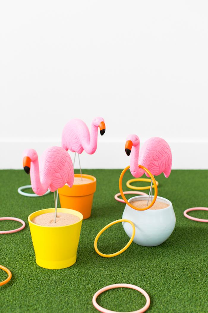 Ringe werfen, tolles Spiel für Kinder, Kindergeburtstag organisieren Ideen, Flamingos und Ringe aus Kunststoff