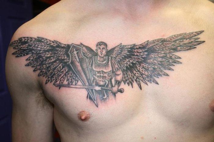 kleine engel tattoos, schwere ausrüstung, tätoiwerung an der brust
