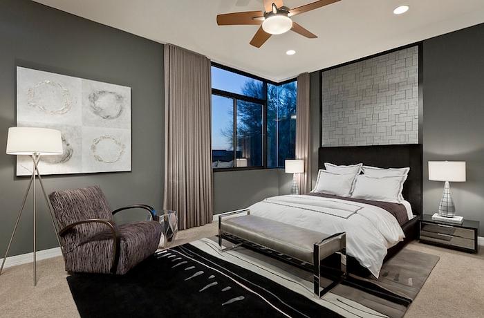 graue wände, schwarzes bett, komplementärfarbe braun, schlafzimmer einrichten