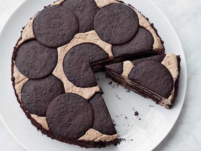 kühlschrankkuchen mit schokoladenkeksen und creme, einfaches rezept, dessert