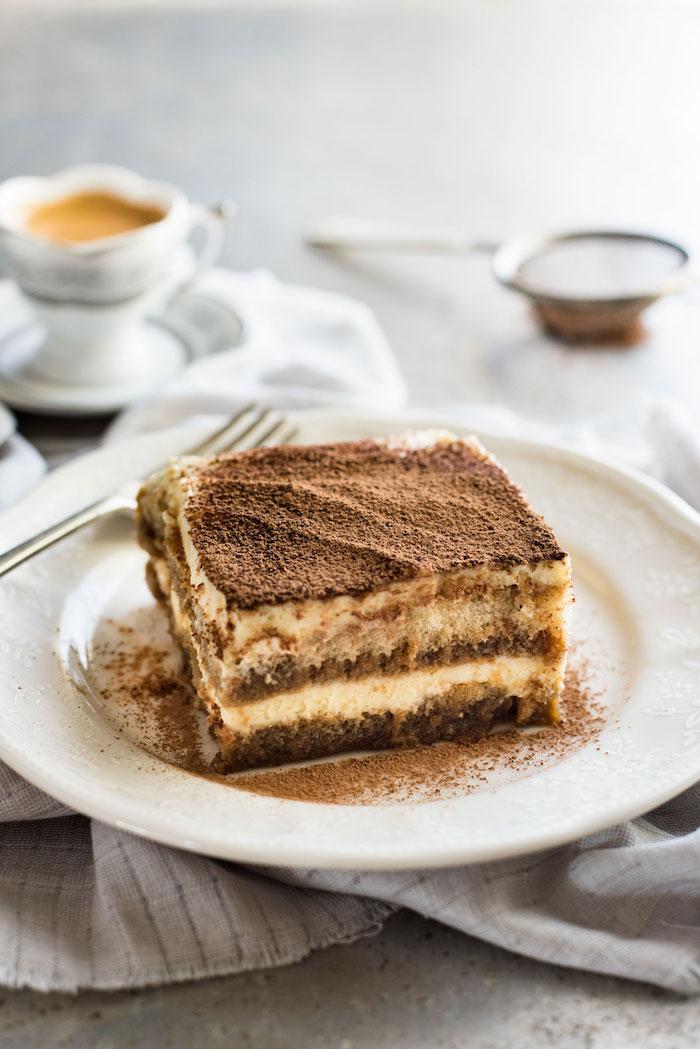 kühlschrankkuchen selber machen, tiramisu rezept, desser mit kaffee und biskotten