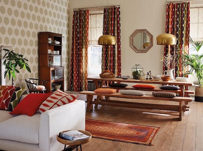 mexico möbel, einrichtung in mexikanischem stil, esstisch aus holz, bunte dkeokissen, teppich mit ethno motiven