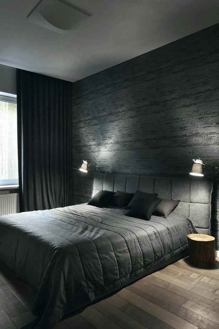 moderne schlafzimmer in schwarz, boden aus holz, dumkelgraue gardinen, beleuchtung