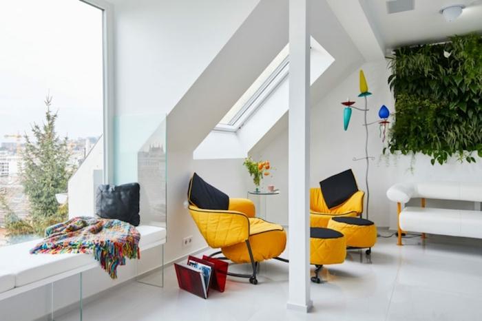 wohnzimmer dekorieren ideen in grün und gelb, bunte decke am fenster, grüne wand