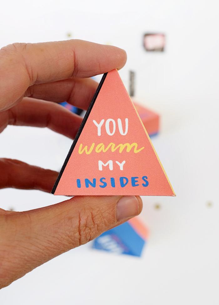 papierschachtel falten, geschenkbox in form von pyramide, basteln mit papier