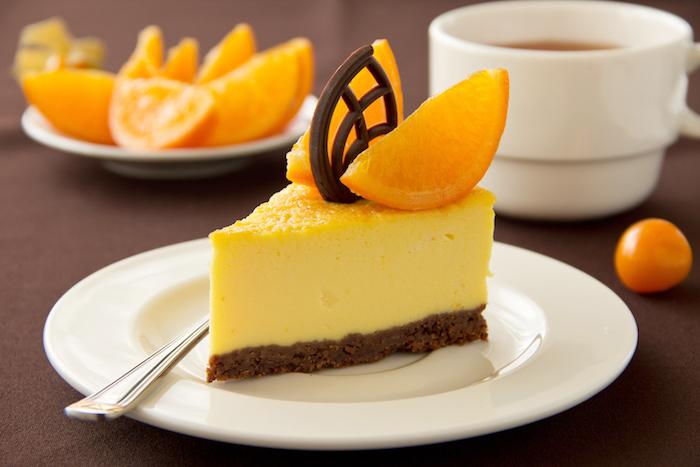 philadelphia kuchen mit orangen und schokolade, stück torte, tassee tee