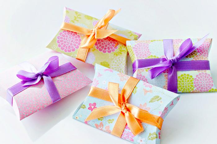diy bastelideen, schachtel basteln, kleine geschenkverpackungen in der form von kissen